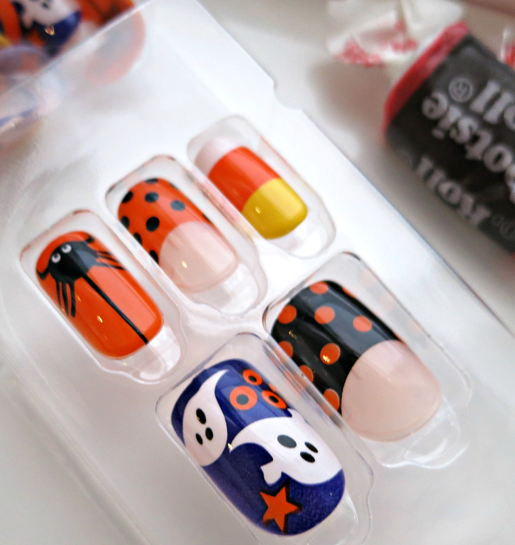 halloween-kiss-products-nails