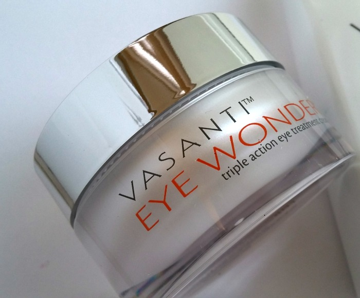 How to get radiant and even skin - Vasanti Eye Wonder // Toronto Beauty Reviews